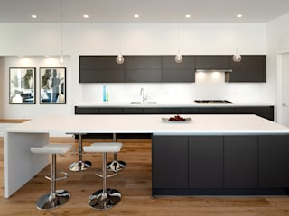 Kenyon St:  Kitchen by KUBE Architecture