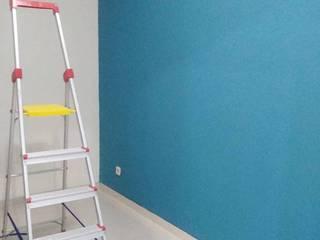 Pekerjaan perapihan lantai dan dinding baru:  Ruang Kerja by ADEA Studio