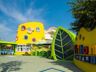 Ecoles de style  par 雅群空間設計, Moderne