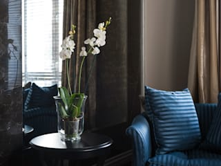 Реализованный проект интерьеров квартиры 159 кв. метров на Суворовском проспекте: Гостиная в . Автор – интерьеры от частного дизайнера