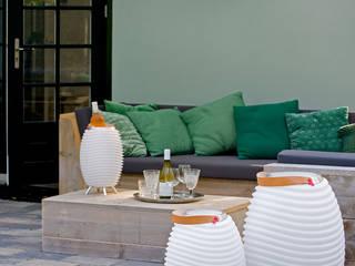 Kooduu auf der Veranda:   von Lothar John Tischkultur