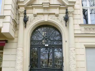 Wilhelminisches Portal:   von M-Moebeldesign - Interior by BOCK