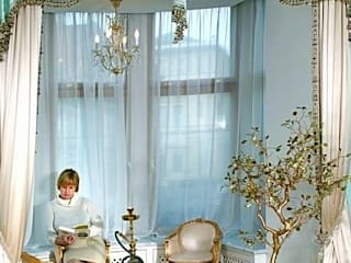 Реализованный проект интерьеров квартиры 270 кв. метров на набережной реки Мойки: Спальни в . Автор – интерьеры от частного дизайнера, Классический