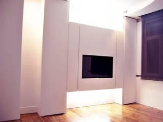 Apartamento Campolide, Lisboa - Concepção e Construção: Salas de estar  por CVZ Construcoes