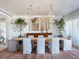 Apartamento Lambri Salas de jantar modernas por Gisele Taranto Arquitetura Moderno