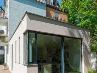 Gartenansicht: moderne Häuser von sophisticated architecture Fietzek von Dreusche Partnerschaft GmbB
