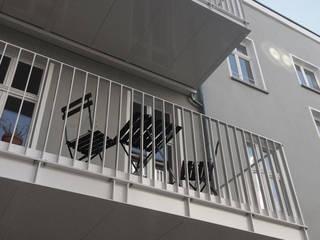 nachträglicher Anbau Stahlbalkone: klassische Häuser von sophisticated architecture Fietzek von Dreusche Partnerschaft GmbB