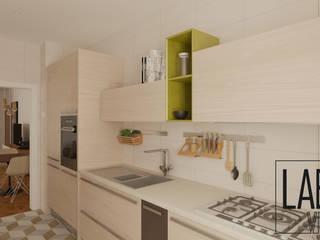 Apartment - Virtual Tour: Armários de cozinha  por LABVIZ