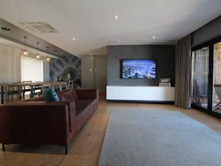 Salas de estar modernas por Audio Visual Projects (PTY) Ltd Moderno