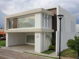 CASA L+M de m2.arquitectos Clásico