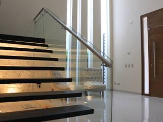 CASA L+M Pasillos, vestíbulos y escaleras modernos de m2.arquitectos Moderno