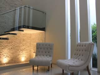 CASA L+M Pasillos, vestíbulos y escaleras clásicas de m2.arquitectos Clásico