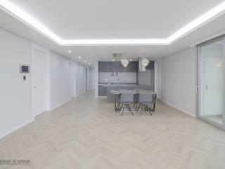 동탄인테리어 내뒤에 테리우스 나인룸 촬영지 메타폴리스의 50평대아파트인테리어 by.n디자인인테리어: N디자인 인테리어의  거실