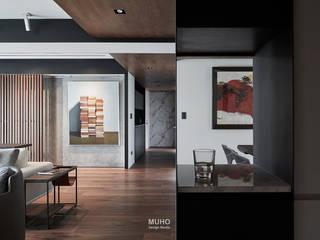 Couloir, entrée, escaliers modernes par 沐禾設計事務所 Moderne