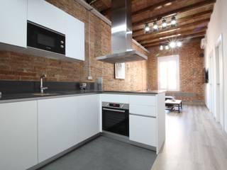 Home Staging: reforma e interiorismo: Cocinas de estilo  de Home & Daniels, S.L.