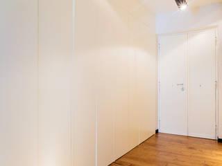 Ingresso con armadio : Ingresso & Corridoio in stile  di VITAE DESIGN STUDIO