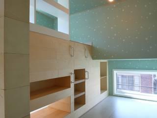 Minimalistyczny pokój multimedialny od inark [인아크 건축 설계 디자인] Minimalistyczny