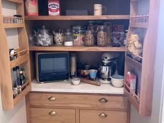 West Sussex Bespoke Kitchen:  Kitchen by Elizabeth Bee Interior Design