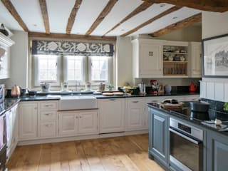 West Sussex Bespoke Country Kitchen by Elizabeth Bee Interior Design Country