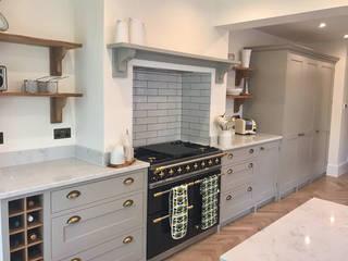 Bespoke Kitchen in West Sussex:   by Elizabeth Bee Interior Design