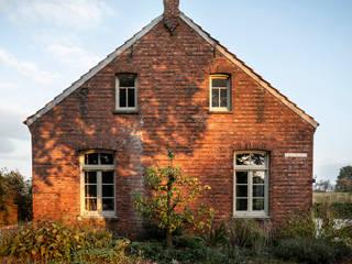 De Nieuwe Context Country house Bricks Red