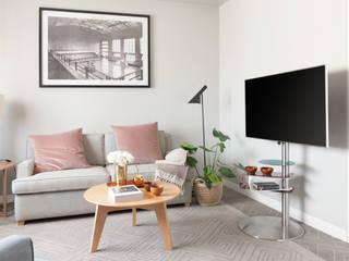 DISCO R5 TRIA: Sala de estar  por SERISTYLU