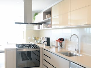 Priscilla Pieczykolan . Arquitetura Kitchen units Beige