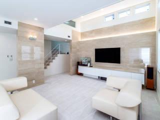 オフカラーの家: アイムクリエイツデザインオフィスが手掛けた壁です。,