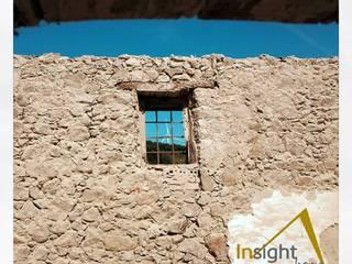 Picagem de revestimento de parede: Paredes  por InsightHome