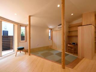 くの字の平屋[日本エコハウス大賞 協賛賞]: kameplan architectsが手掛けた和室です。,