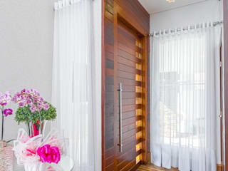 Modern corridor, hallway & stairs by Samantha Sato Designer de Interiores Modern