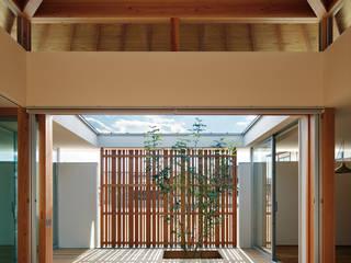 光の方形 和風デザインの リビング の TENK 和風 木 木目調