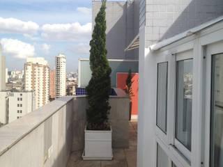 Cobertura Ipiranga Varandas, alpendres e terraços modernos por Tais Vivanco Moderno