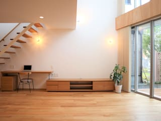 斜光の家: あかがわ建築設計室が手掛けた現代のです。,モダン