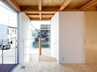 木箱の家: すずき/suzuki architects (一級建築士事務所すずき)が手掛けた階段です。,