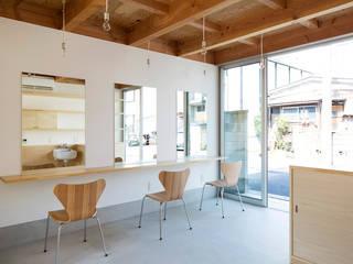 すずき/suzuki architects (一級建築士事務所すずき) Skandynawski korytarz, przedpokój i schody Drewno O efekcie drewna