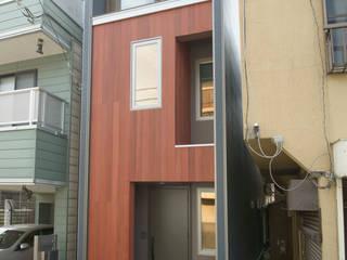 天然木のファサード: ティー・ケー・ワークショップ一級建築士事務所が手掛けた木造住宅です。