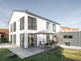 wir leben haus - Bauunternehmen in Bayern Single family home White