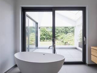 Elternbad:  Badezimmer von BENJAMIN VON PIDOLL I ARCHITEKTUR