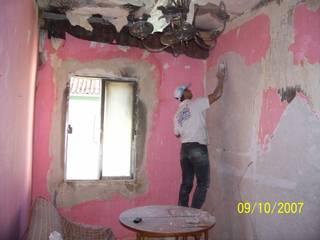 Antes y proceso de rehabilitación de la habitación.:  de estilo  de Recasa  S.L.