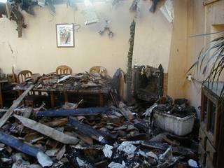 Obra y reforma en un restaurante de Villamantilla, Madrid, después de un incendio.:  de estilo  de Recasa  S.L.
