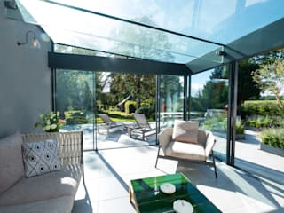 Posterns Court by IQ Glass UK Minimalist