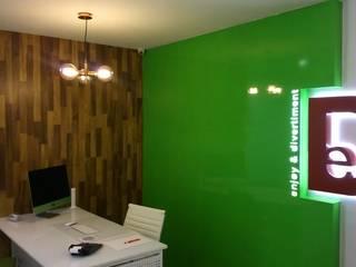 Oficina con estilo propio: Oficinas y Tiendas de estilo  de Dkl interiorismo