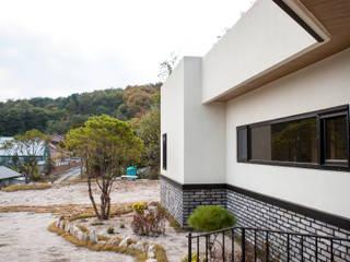 도화리주택: 8sky design의  전원 주택