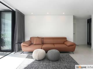 Living room by 이즈홈, Scandinavian