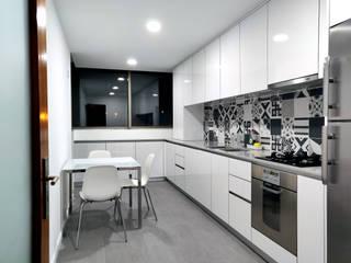 depois : Cozinhas embutidas  por Area design interiores - cozinhas em Braga