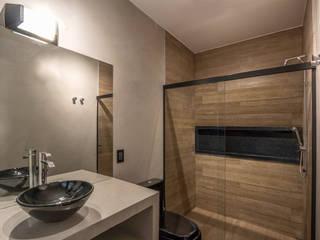 Renovação de Banheiros em Reforma de Casa Banheiros industriais por Lnormand Interiores Industrial