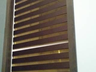 Persianas en casa particular:  de estilo  por V&C interiores, persianas y pisos laminados
