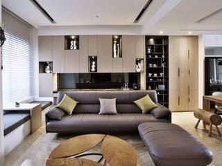 奢華遇上LOFT:  客廳 by 安提阿設計有限公司