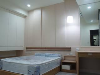 一樓孝親房:  小臥室 by houseda